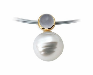 Lovely Chalcedony Pendant with South Sea Pearl