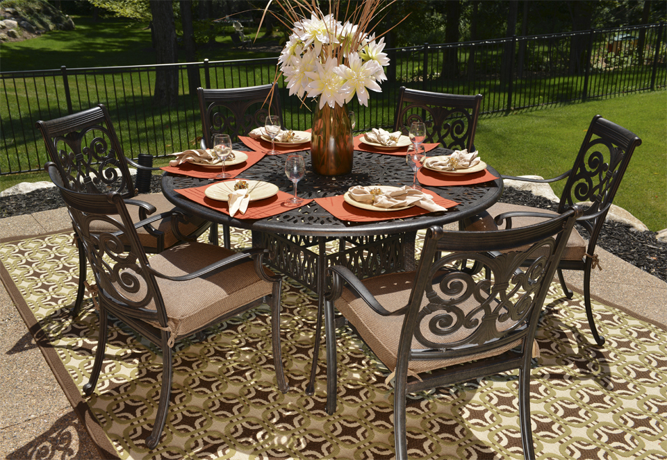6 person round patio table 1