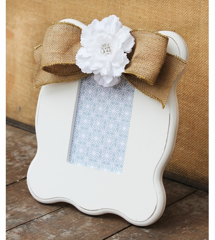 Addi White Scalloped Picture Frame