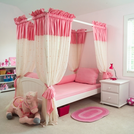 Annabelle Poster Bed