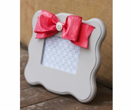 Ava White Scalloped Picture Frame