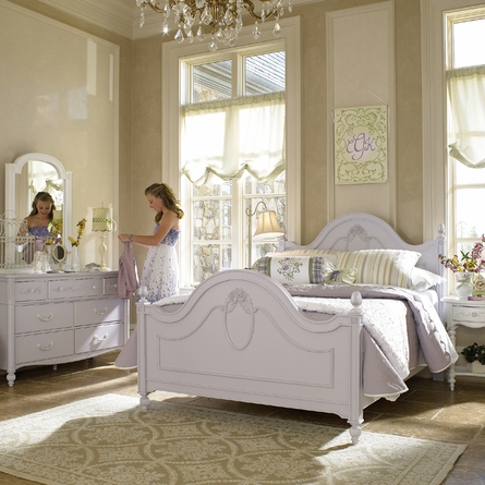 Cameo Low Post Panel Bed