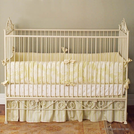 Casablanca Crib in Antique White