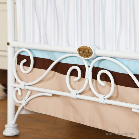 Casablanca Crib in Distressed White