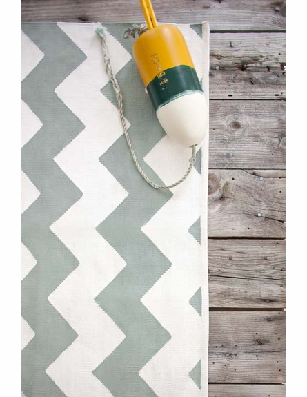 Chevron Indoor/Outdoor Rug in Light Blue and White