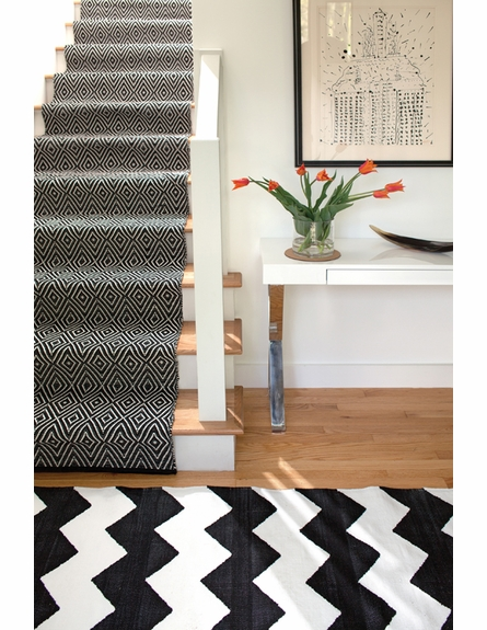 Diamond Indoor/Outdoor Rug in Black and Ivory