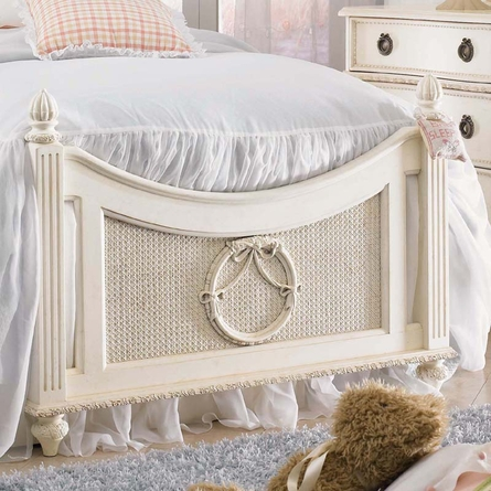 Emmas Treasures Poster Bed