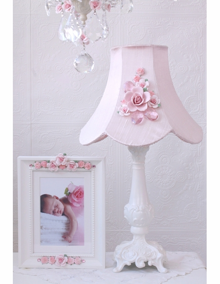 Fairytale Pink Rose Bouquet Table Lamp