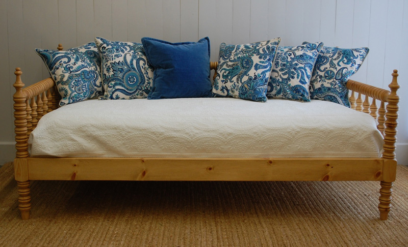 Farmhouse Spindle Day Bed