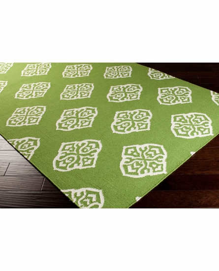 Frontier Medallion Flat Weave Rug in Apple Green