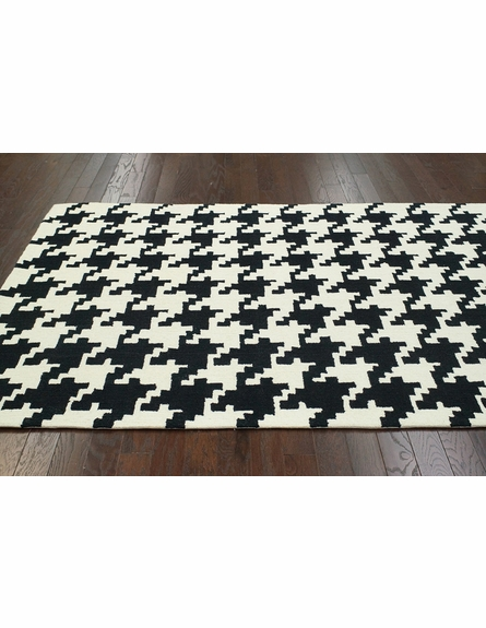 Houndstooth Rug in Black