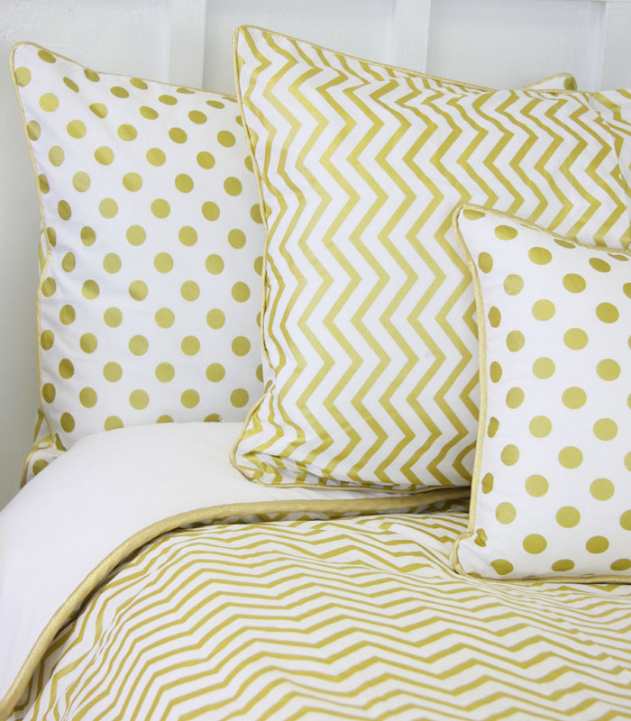 White And Gold Bedroom With Gray Bedding: White And Gold: White And Gold Quilt