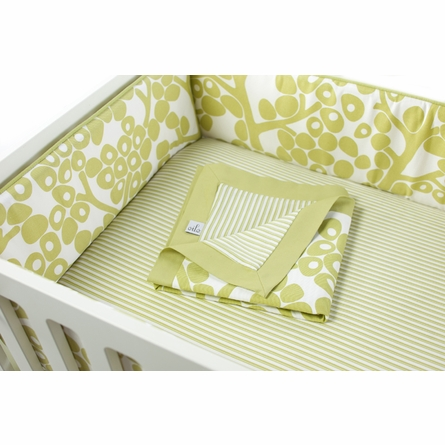 Modern Berries Motif Three-Piece Crib Set in Spring Green