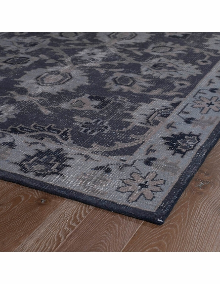 Restoration Floral Flatweave Rug in Black