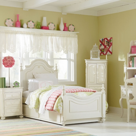 Sophie Low Poster Bed