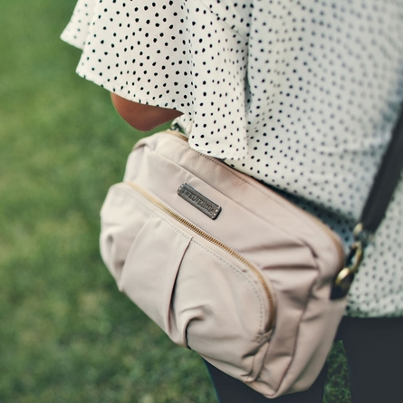 Wonder Clutch in Beige