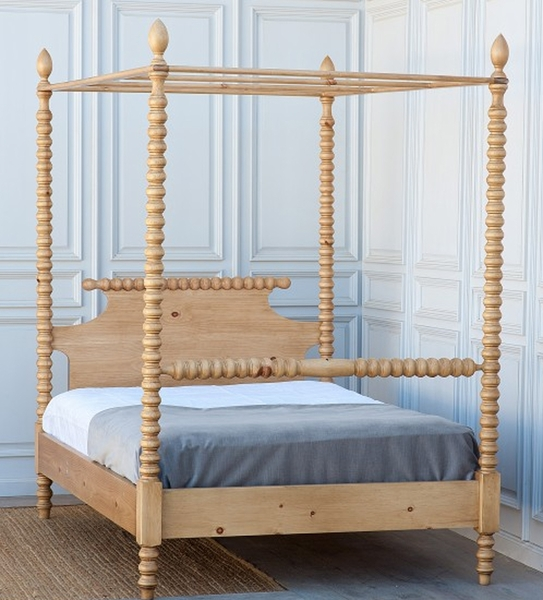 Gwendoline Canopy Bed