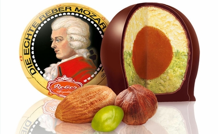 Reber Mozart Kugel, Made of fresh green Pistachios, Hazelnut-nougat Pralines