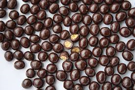 """Valrhona French Chocolate - """"Les Perles Craquantes"""" Crunchy Cereal Pearls Coated in Dark Chocolate, 55% Cocoa, Repackaged, 1 Pound."""