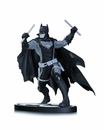 BATMAN B/W EARTH 2 STATUE