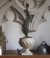 French Weave Mantle Urn {USA}