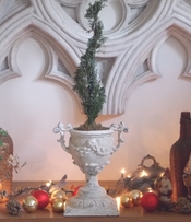 Goblet Topiary Urn {USA}