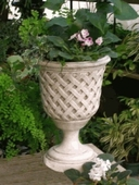 Lattice Urn in Dover White {USA}