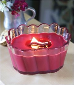 SCALLOPED GLASS RIBBONWICK CANDLES
