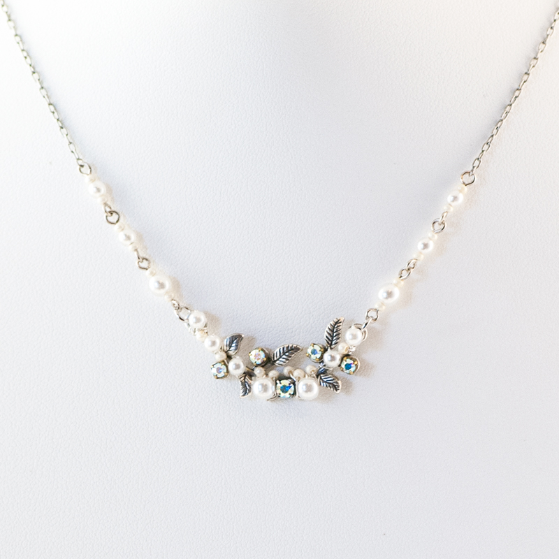 white flora necklace with glass pearls 8188