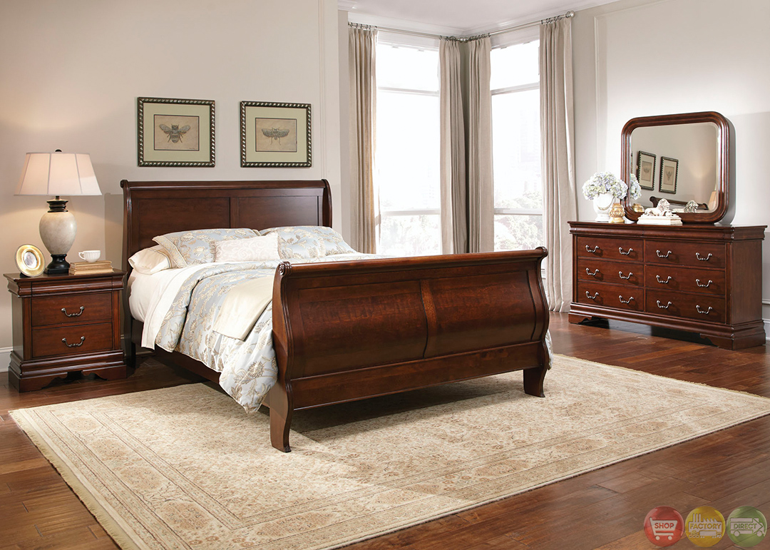 Carriage Court Traditional Mahogany Finish Bedroom Set
