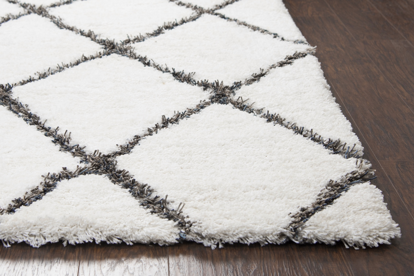 Connex Diamond Pattern Hand Tufted Area Rug In White