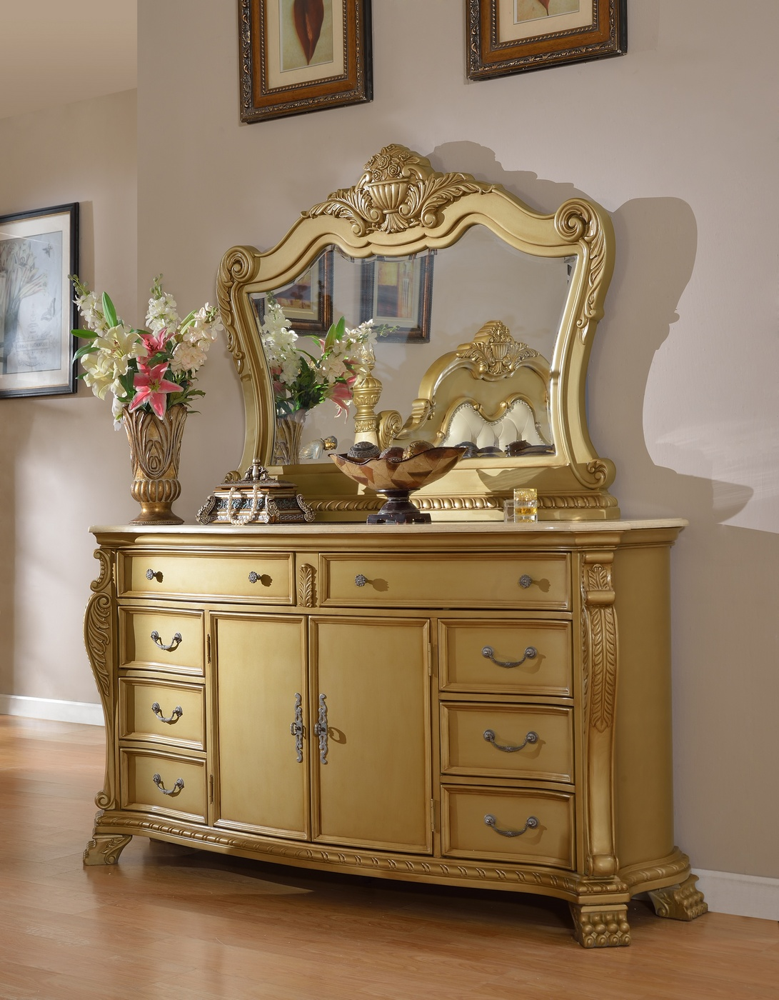 Lavish Low Post King 4-Piece Bedroom Set In Gold With