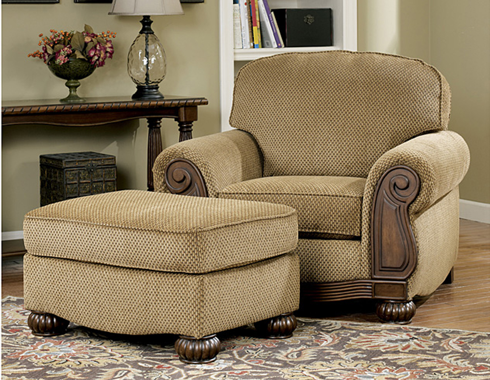Living Room Furniture: Lynnwood Traditional Living Room Furniture Set By Ashley