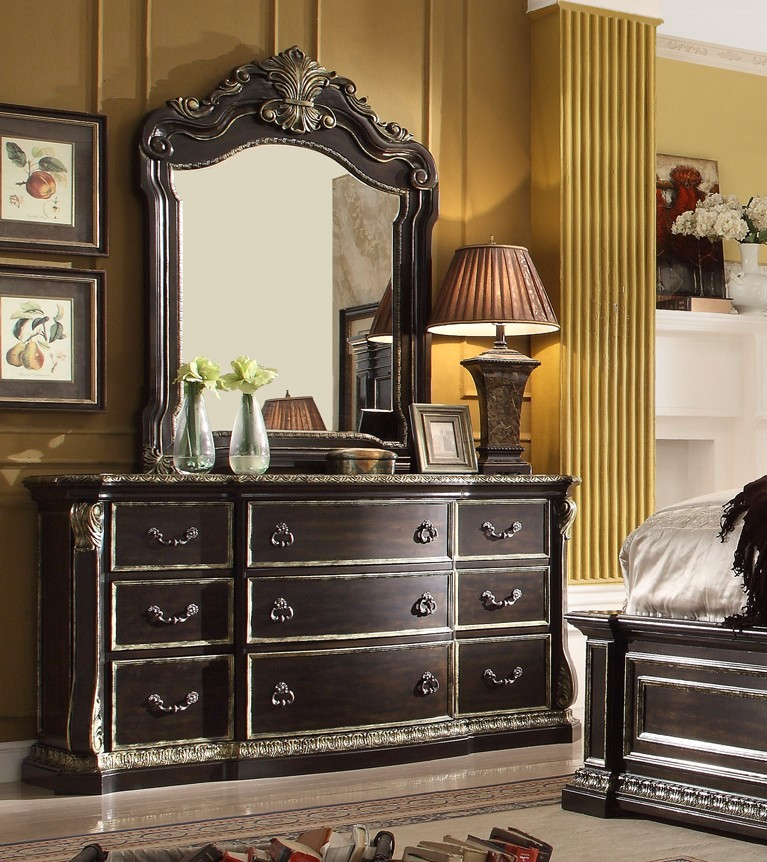 Old World Bedroom Furniture: Matteo Old World 4-pc Queen Bedroom Set In A Dark Brown