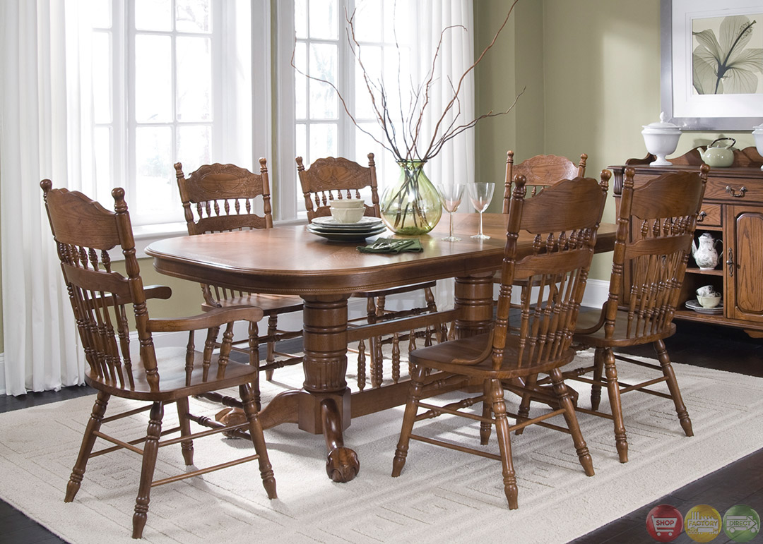 Old World Nostalgic Style Casual Dining Furniture Set