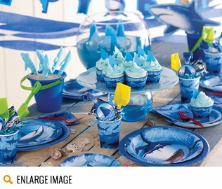 A Great White swims in a sea of blue on these Shark Splash Party Supplies.