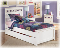 Zayley White Twin Panel Bed w/ Trundle