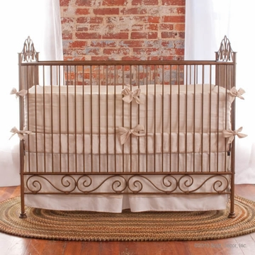 Bratt D�cor Heirloom Iron Collection Casablana Crib - Venetian Gold