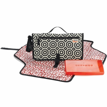 Skip Hop Pronto Changing Station - Jonathan Adler - Nixon Black