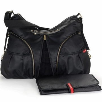 Skip Hop Versa in Black