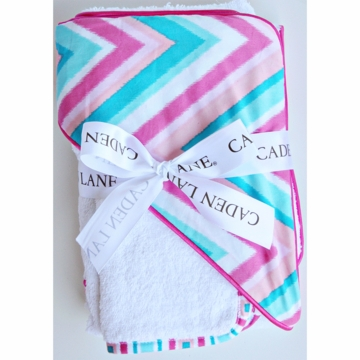 Caden Lane Hooded Towel Set in Pink Chevron