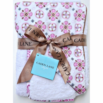 Caden Lane Hooded Towel Set in Pink Small Morrocan
