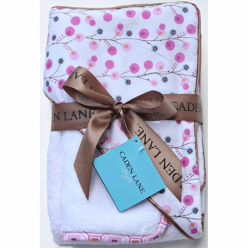 Caden Lane Hooded Towel Set in Pink Twiggy