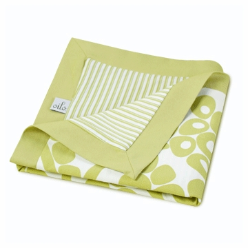 Oilo Modern Berries Play Blanket in Spring Green