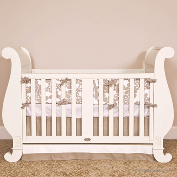 Bratt D�cor Chelsea Collection Sleigh Crib - White