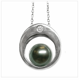 Osiris a Black Tahitian Cultured Pearl Pendant