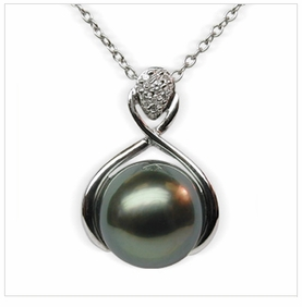 Lamia a Black Tahitian South Sea Cultured Pearl Pendant
