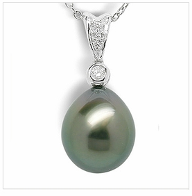 Single Oval a Black Tahitian Cultured Pearl Pendant