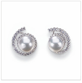 Virgo a White Australian South Sea Cultured Pearl & Diamond Earring