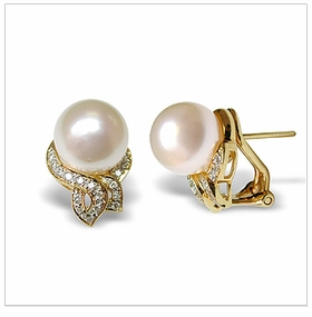 Venus a White South Sea Cultured Pearl Earring